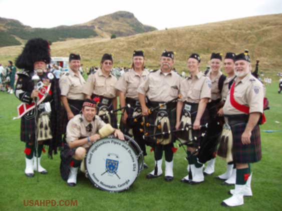 bagpipers-ouoefest-2005-edinburgh-scotland